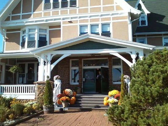 Dalvay by the Sea Hotel: Entrance to Dalvay during Fall season