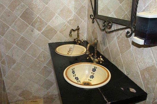 Atarazana Restaurante: detalhe da pia do banheiro feminino