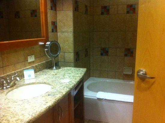 Sky Ute Casino & Resort: Huge bathrooms!