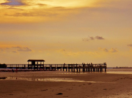 Another sunset looking towards the fishing pier near the for Sanibel fishing pier