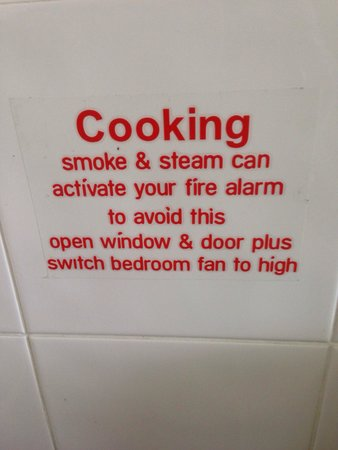 Freestyle Resort Port Douglas: Can NOT cook in these apartments or the smoke alarm goes off even if you have windows open and m