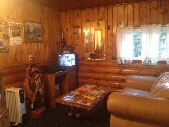 Pioneer Motel: Lobby
