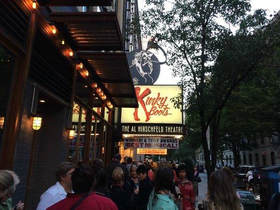 Kinky Boots on Broadway: Entrada do Teatro