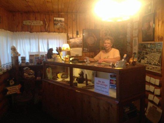 Pioneer Motel: Office (front desk)