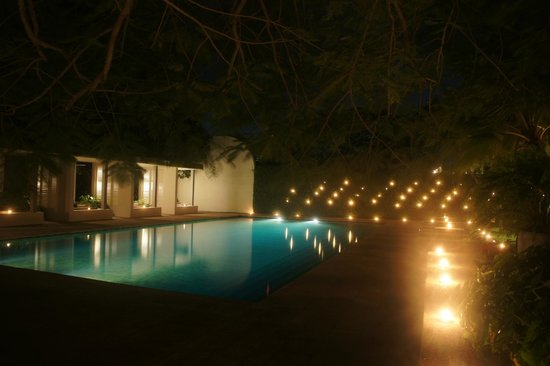 Amangalla: Pool by night