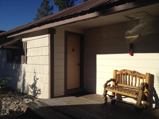 Pioneer Motel: Outside the room