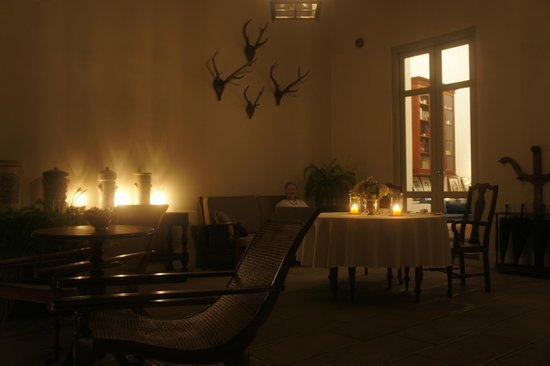 Amangalla : Dining by the library