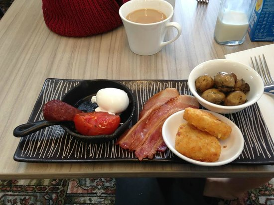 Sovereign Hill Hotel: Breakfast