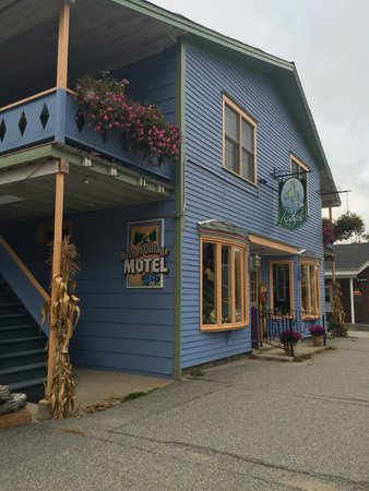Bethel Village Motel : Street view of hotel