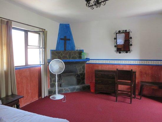 Hotel Posada de las Monjas: Muebles añejos, cajones no abren bien.