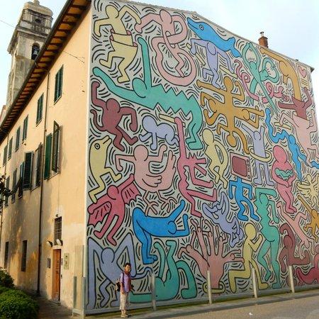 Keith Haring Murale - Picture Of Murale Tuttomondo Di Keith Haring