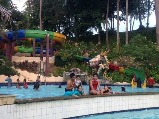 Hawaii a Club Bali Resort: having fun at the pool