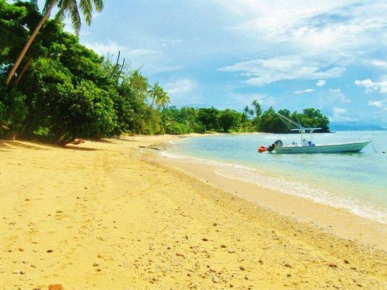 Makaira Resort: Beach right below Makaira