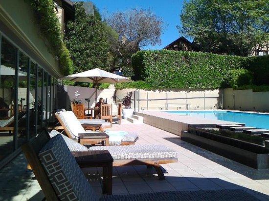 Grand Mercure The Hills Lodge: pool area