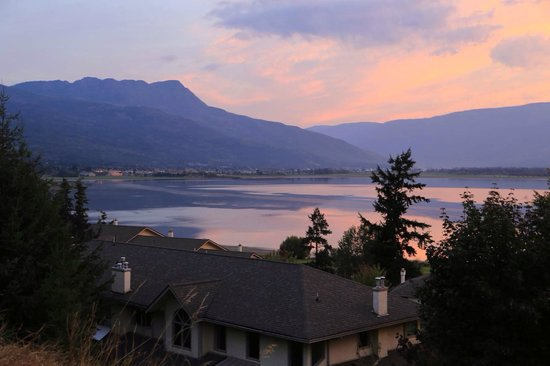 Destination Spa Bed & Breakfast: Good View From the House