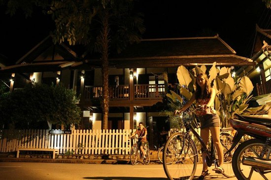 Kiridara: Night shot of villa - free bikes