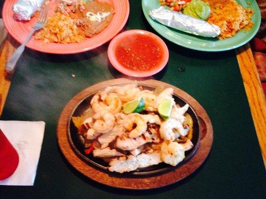 La Playa Mexican Grille: Fajitas to die for