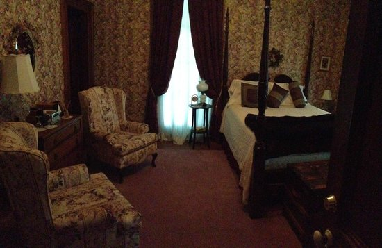 Lackawanna B&B: The Rose Room looks dark in this photo, but that was just my camera - it was bright and spacious