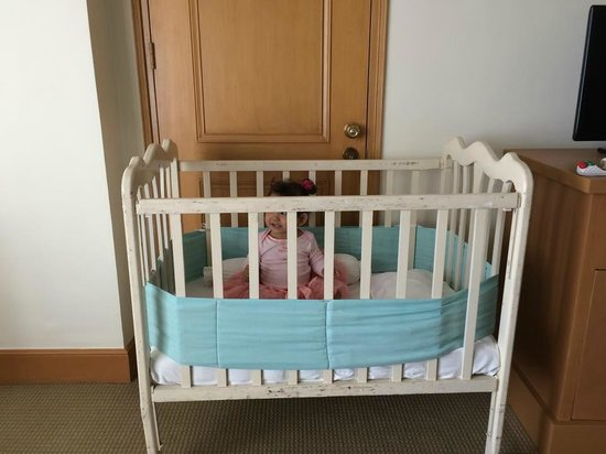 The Heritage Hotel Manila: Baby Cot  Room 728 Superior Room