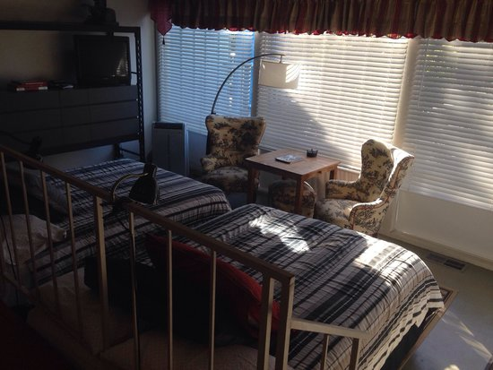 Three Rivers, Californië: Panorama Room - soft bed on the right, hard on the left