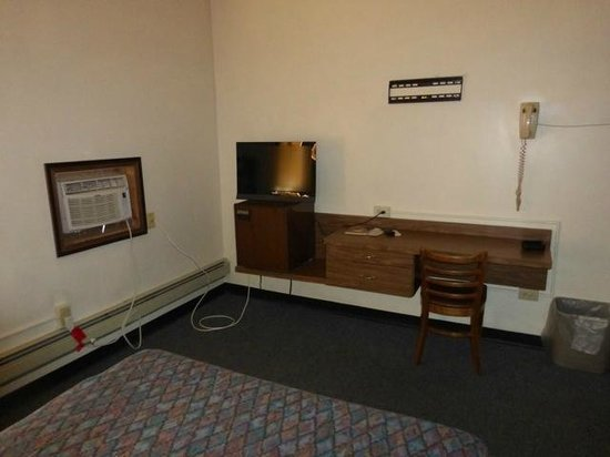 Howdy Hotel Room 207 Desk With Refrigerator And Television Cable New