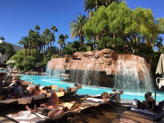 Draps sales pour plus de 200 la nuit c 39 est for Casino piscine aley