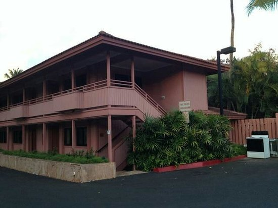 Kahana Falls: Hotel units and 1BDRM units that sleep two people are located in this building.