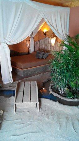 Fara in Sabina, Itália: Camera Ovosodo con pavimento di sabbia