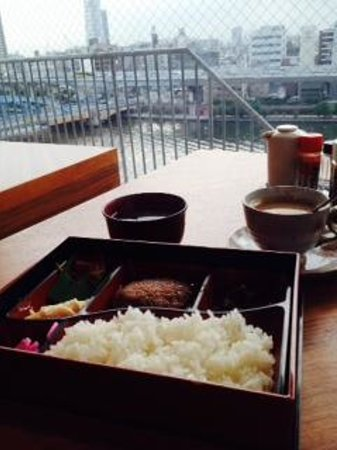 Asakusa Hotel Hatago : Breakfast overlooking the river and Skytree