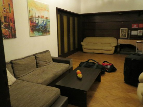Hostel Mostel: Communal area in apt.