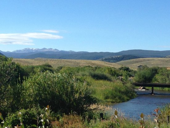 Laramie River Dude Ranch: The view