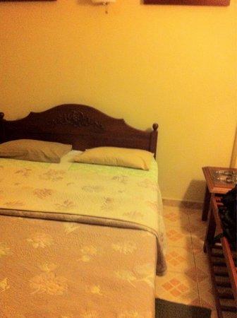Brookside Resort: Bedroom not that great