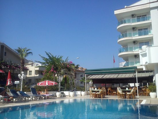 Oasis Hotel: Бассейн