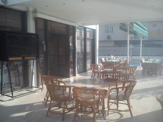 Oasis Hotel: Территория отеля