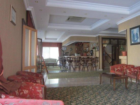 Oasis Hotel: Первый этаж отеля
