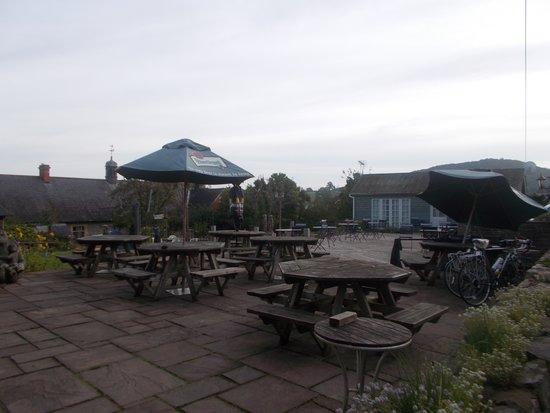 Kilverts Inn: Beer garden area