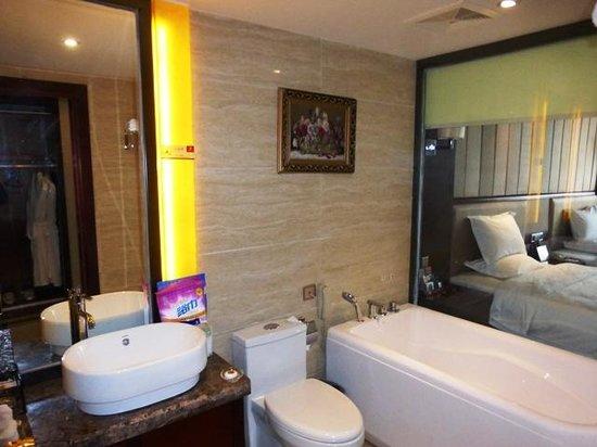 Baihai Holiday Hotel : バストイレ