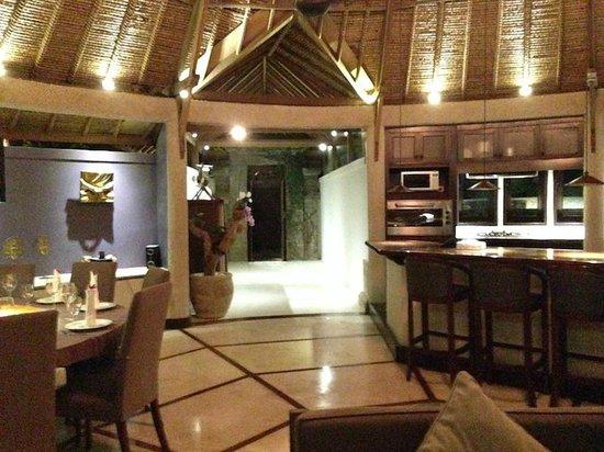 Taman Wana Ayurvedic Luxury Hotel And Villas In Seminyak Details Of Dining Room Entrance