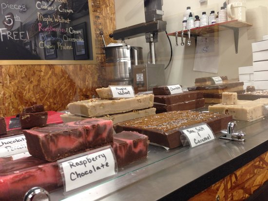 Miller's Gourmet Popcorn: Fudge Table