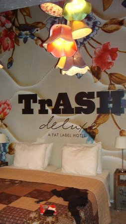 Hotel Trash Deluxe: Trash deluxe fabric room
