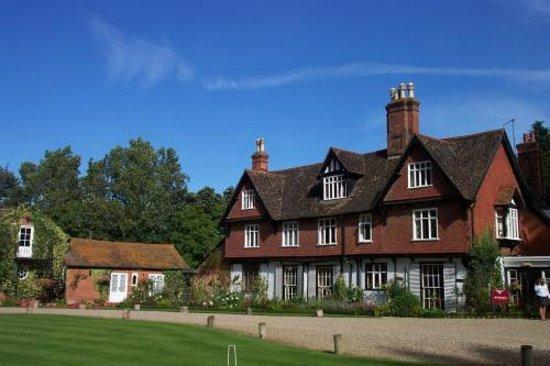 Ravenwood Hall Country Hotel: Beautiful sunny day at Ravenwood Hall