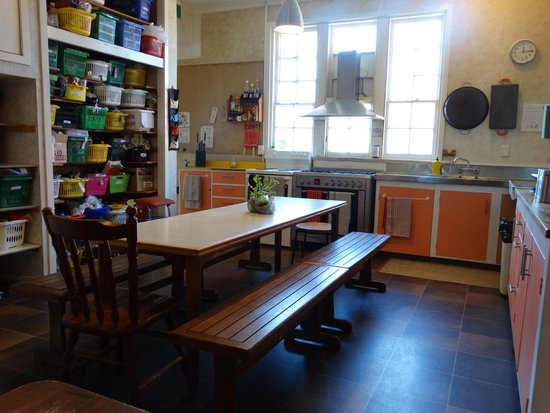 Copperbeech Backpackers : guest kitchen