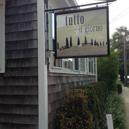 Tutto Il Giorno : Front of restaurant
