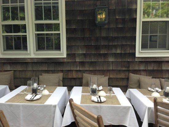 Tutto Il Giorno : Outdoor tables