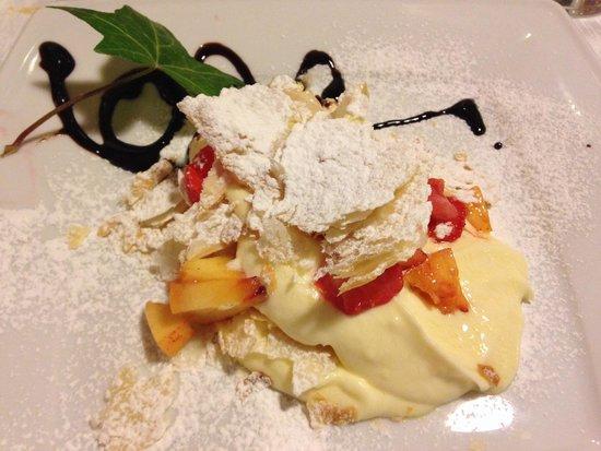 Pasta sfoglia e crema chantilly - Picture of Cortona Resort & Spa ...