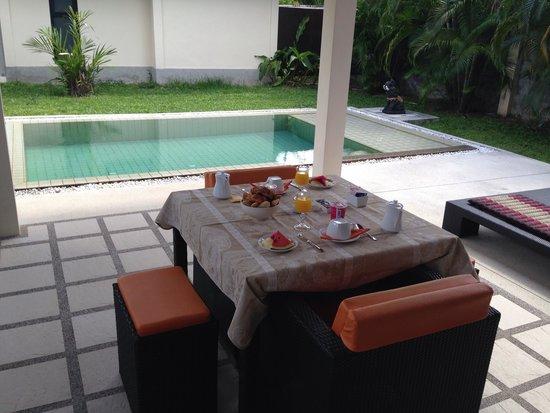Phuket Pool Residence: Petit dej