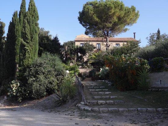 Villa Tasca Rural Tourism : La Villa vue du parking
