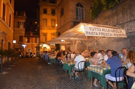 Tavoli all 39 aperto foto di ristorante arco di s calisto - Ristorante con tavoli all aperto roma ...