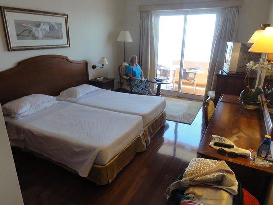 Ocean Gardens: room