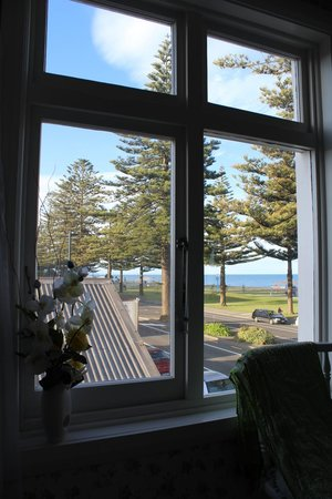 Mon Logis Bed and Breakfast: View out the window over the Parade and the sea